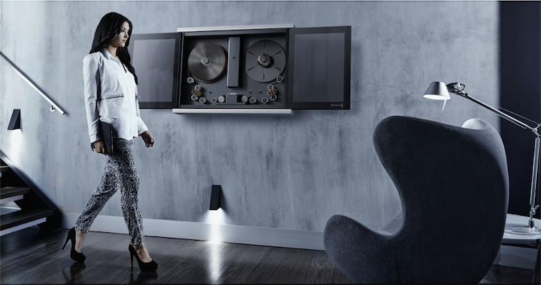 Avec ses portes coulissantes, le BlackMagic Cintel Film Scanner est extrêmement élégant. Au point que le fabricant imagine qu'on le fasse trôner au milieu du studio, comme une œuvre d'art.