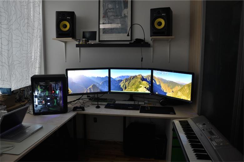 Le hackintosh est tout de même accompagné par un Mac (à gauche).