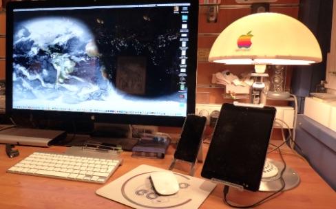 Un iMac tournesol transformé en lampe-support pour iPad