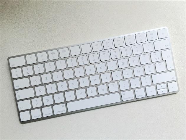 Le Magic Keyboard n'est pas assez magique pour être fourni avec des autocollants Apple. Un scandale!