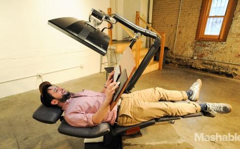Un bureau permet enfin de travailler allongé