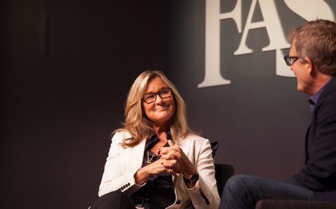 Comment Angela Ahrendts veut transformer les Apple Store