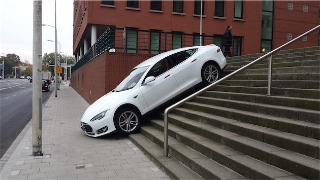 L'AutoPilot n'est pas en cause ! Peut-être Plans ?  - image : Dumpert.nl