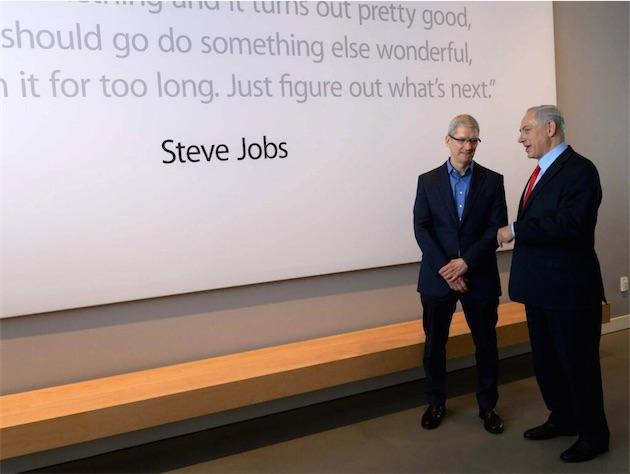 Tim Cook rencontre le premier ministre israélien Benyamin Netanyahou à Cupertino, en mars 2014. Image officielle.