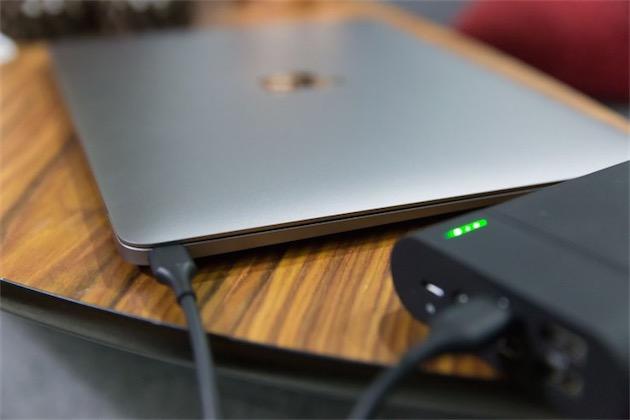 on peut charger le macbook avec une batterie externe. Black Bedroom Furniture Sets. Home Design Ideas