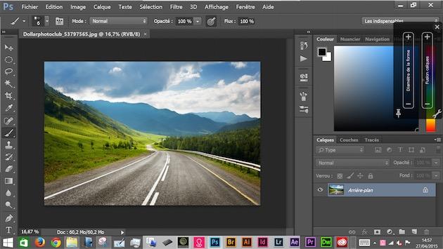 Retouche de photo dans Photoshop CC…le cul entre deux chaises, la faute aux options graphiques de Windows. Remarquez, à droite, les deux Touch Strips logiciels. On notera aussi que le Cintiq Companion 2 possède un port SD, bien pratique pour décharger directement un appareil photo.