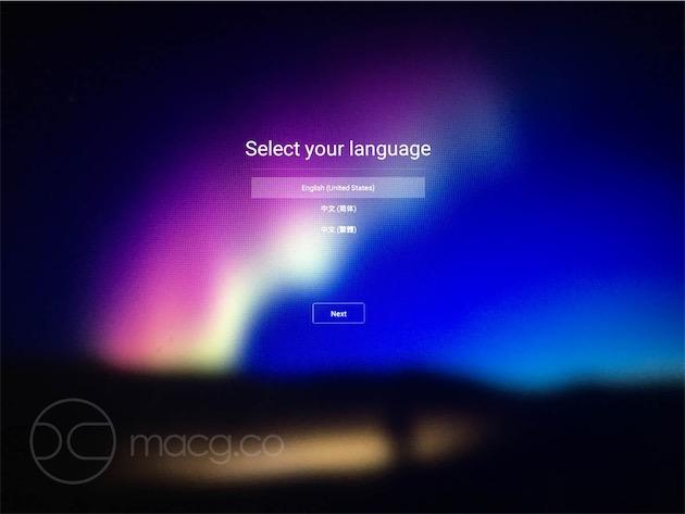 Après quelques (dizaines de) minutes d'installation du système sur la clef, Remix OS apparaît. Les premiers réglages doivent s'effectuer en anglais ou en chinois et votre clavier tapera comme un clavier QWERTY, mais le français et l'AZERTY sont ensuite disponibles.