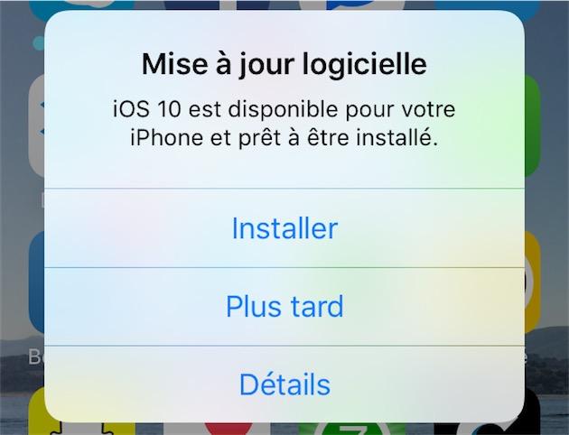 Cela fait longtemps que les périphériques iOS chargent automatiquement les nouvelles versions et insistent lourdement pour les installer.
