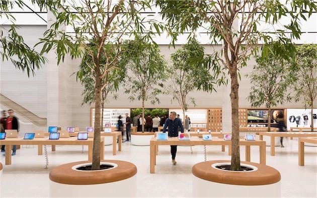 Les pots à Regent Street, fraichement rouvert avec le nouveau design des boutiques Apple.