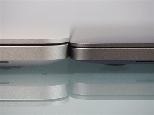 Le nouveau modèle (à droite) est effectivement plus fin que l'ancien (à gauche). Mais la photo renforce l'effet, en vrai la différence est très légère. Cliquer pour agrandir