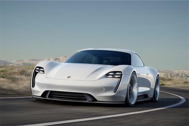 Le concept Porsche Mission E de voiture de sport purement électrique, qui doit beaucoup à la Porsche 919 Hybrid conçue sous la direction d'Alexander Hitzinger.