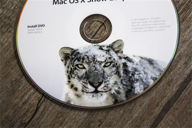Snow Leopard était livré sur un DVD, ou par la suite, sur une clé USB.