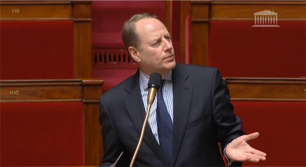 Philippe Goujon pendant le débat à l'Assemblée Nationale.