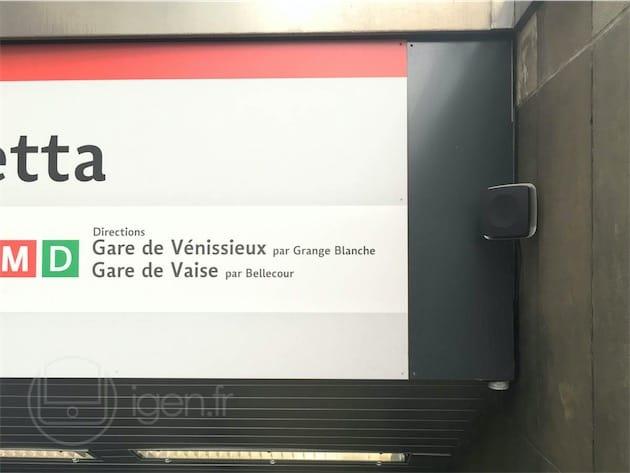 Une balise à la station Saxe-Gambetta du métro lyonnais.