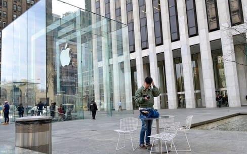 Apple et Tesla : deux lancements, deux ambiances