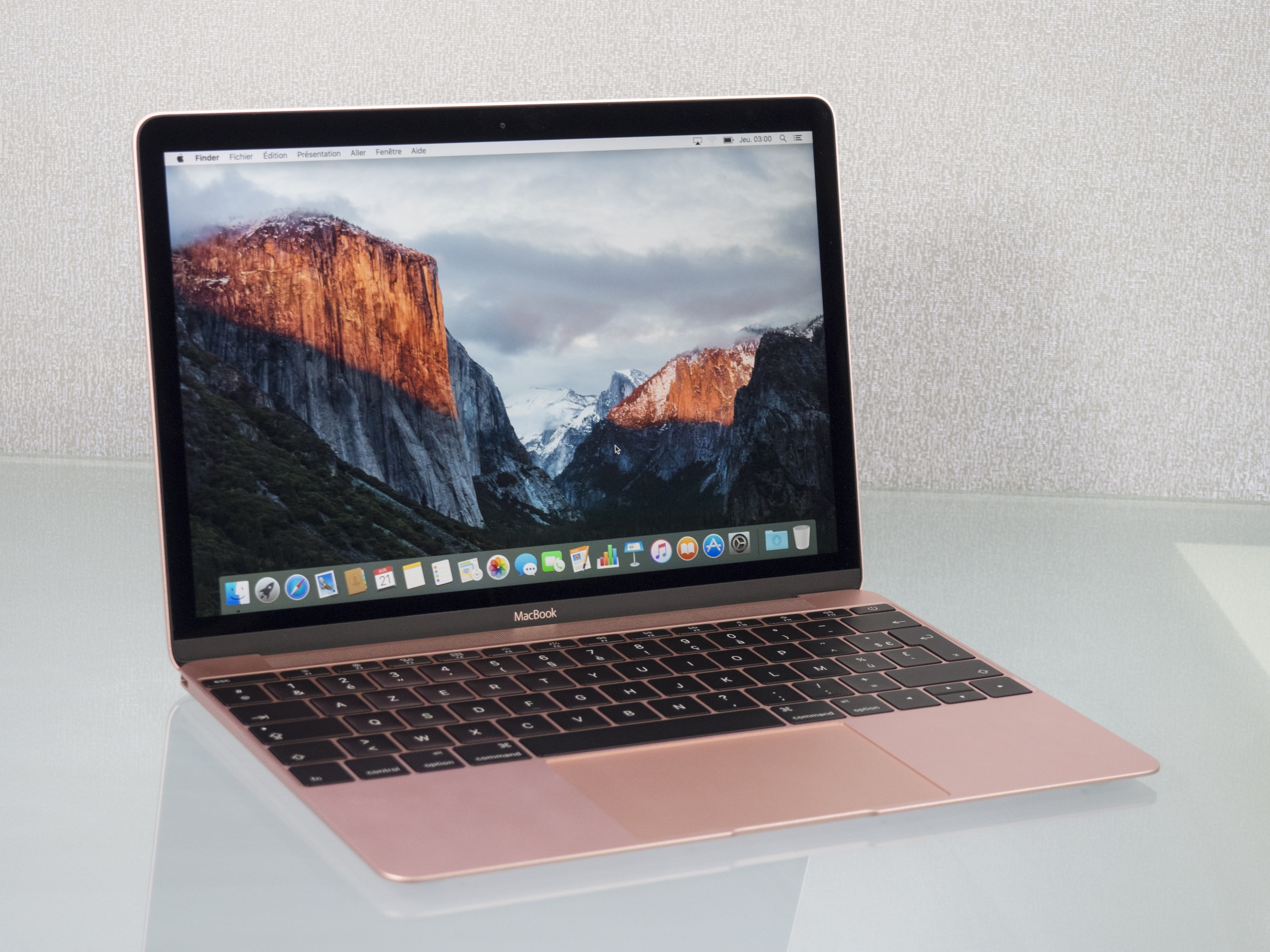 aper u du macbook or rose en photos macgeneration