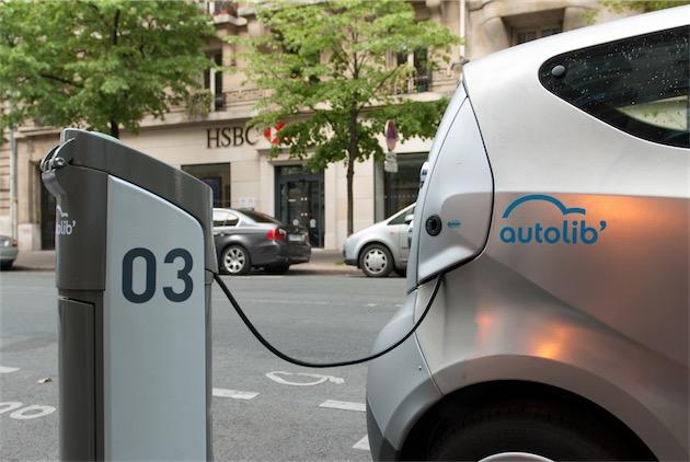 Les Bluecar ne supportent pas d'être déconnectées, sous peine de voir leur batterie se vider. (Image Damien Roué CC BY-NC 2.0)