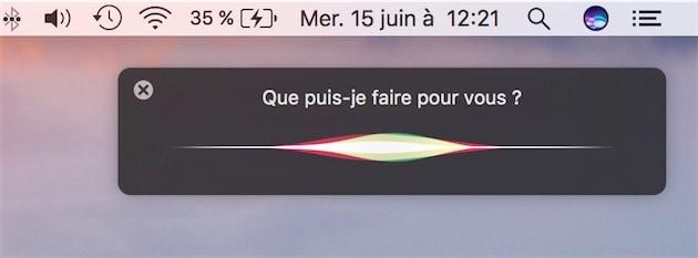L'icône de Siri dans la barre des menus, et l'interface pendant son action.