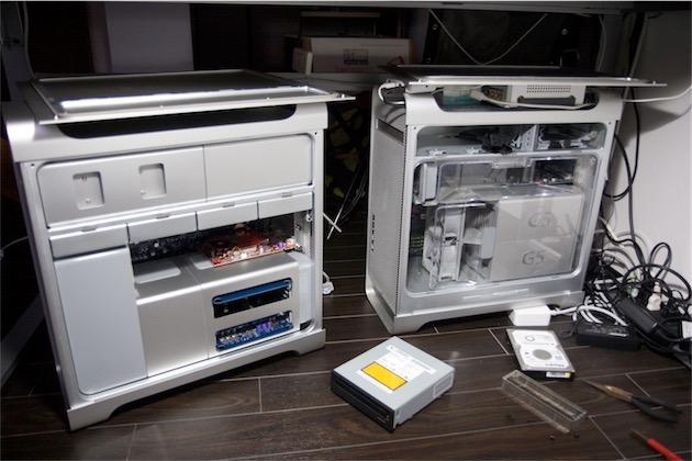 Un Mac Pro (à gauche) et son prédécesseur, le PowerMac G5(à droite): deux machines d'un temps révolu, où l'on pouvait modifier son Mac très facilement après achat. (Photo Motoya Kawasaki CC BY-NC-ND 2.0)