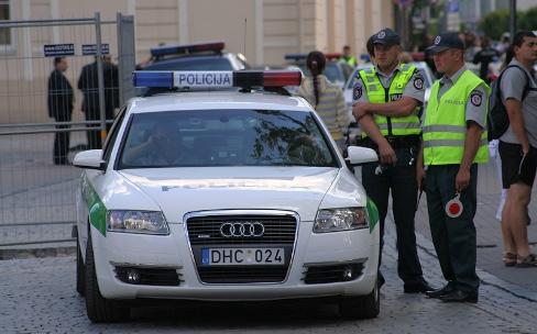La police lituanienne va augmenter ses salaires en virant Microsoft