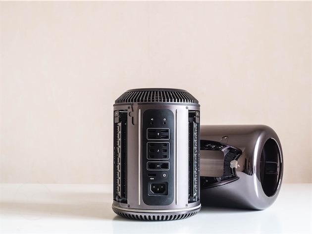 Le Mac Pro est construit autour d'un gros ventilateur et d'une colonne de radiateurs pour refroidir tous ses composants.