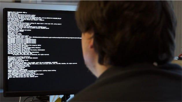 Si le démarrage se passe mal, vous resterez bloqué à l'installation. Il faut alors activer le mode « verbose » comme ici et essayer de comprendre ce qui se passe… Vérifiez bien la configuration de votre BIOS, c'est probablement là que se trouve la solution.