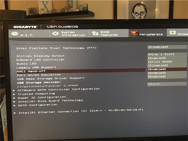 Configuration en cours du BIOS : ne faites pas comme moi, prenez votre temps, ouvrez toutes les sections pour trouver les bonnes options. Vous vous en mordrez les doigts par la suite si vous allez trop vite…