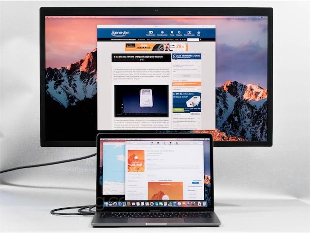 Lécran 5K UltraFine de LG, aux côtés d'un MacBook Pro 13 pouces (fin 2016, deux ports Thunderbolt).