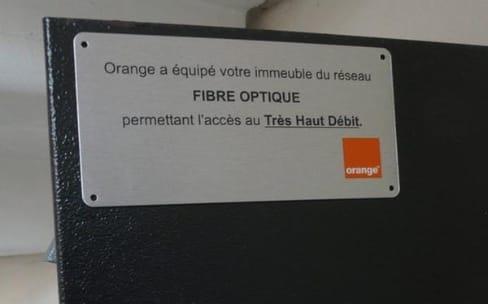 Face à l'Arcep, Orange défend ses investissements dans la fibre