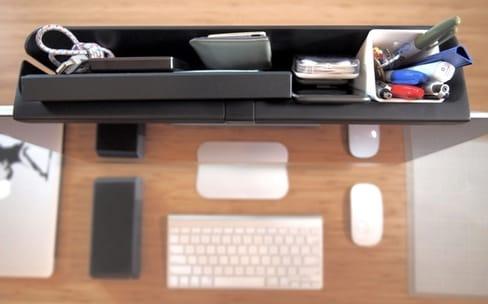 Mac Caddy : un tiroir pour ranger du bazar derrière l'iMac