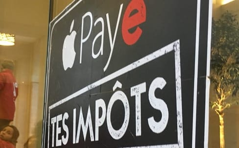 Paradise Papers : nouvelle action d'Attac à l'Apple Store Saint-Germain