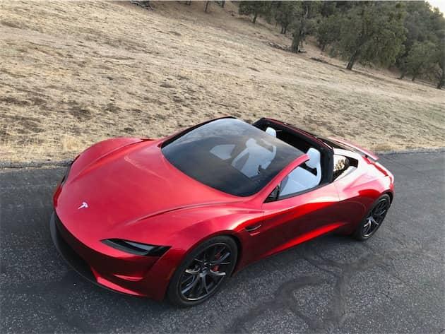 Elon Musk a glissé pendant la conférence qu'il voulait remettre l'industrie automobile traditionnelle à sa place avec le Roadster. Cliquer pour agrandir