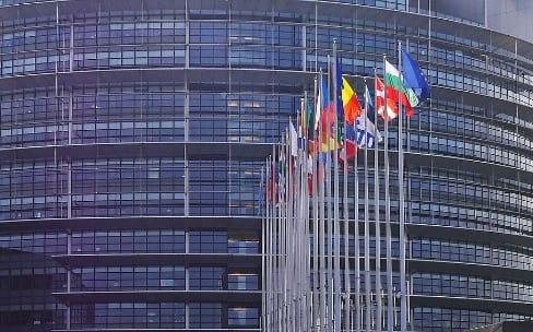 Spotify et Deezer veulent des règles européennes plus contraignantes pour Apple