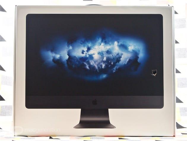 Surprise ! Malgré le suremballage doublé de mousse, l'emballage de notre iMac Pro est arrivé bien amoché…