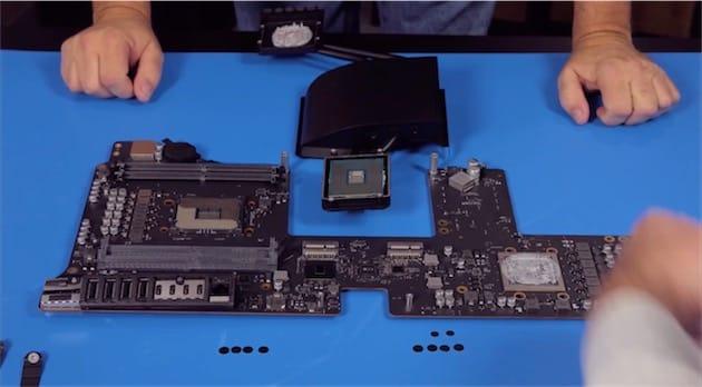 En haut: le processeur est resté collé sur le caloduc, Apple n'ayant pas lésiné sur la pâte thermique, mais cela prouve au moins qu'il peut être retiré sans peine de son socket. À gauche: le socket en question, entouré par les emplacements RAM, et les ports en bas. À droite: la puce graphique noyée sous la pâte thermique.