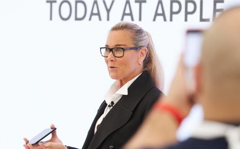 Angela Ahrendts et les arts créatifs en Apple Store à «l'ère de l'automatisation»