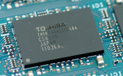 Apple et Amazon investiraient avec Foxconn pour les puces flash de Toshiba