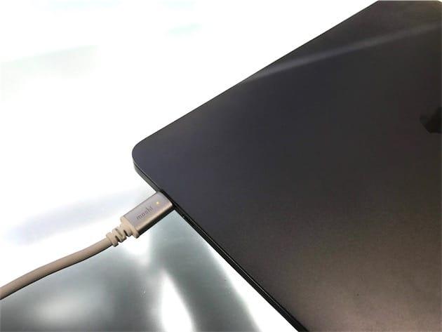 Aperçu d'un câble USB-C qui indique si votre MacBook (Pro) est chargé