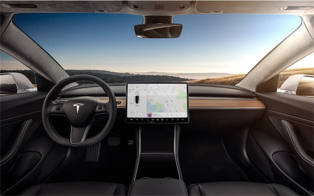 L'intérieur de la Model 3 est minimaliste, pour une bonne raison: cette voiture a été conçue pour la conduite autonome. Cliquer pour agrandir