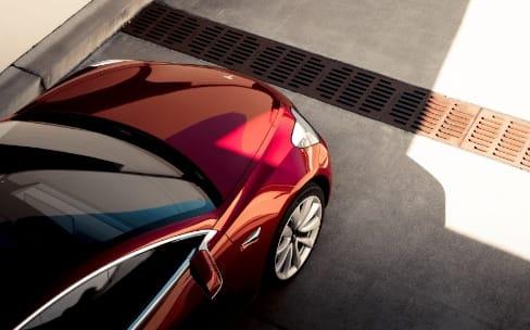 Tesla officialise la Model 3 et dévoile ses caractéristiques