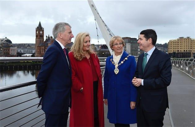 Paschal Donohoe (à droite), le ministre irlandais des Finances, en 2016. Image Northern Ireland Executive (CC BY-ND 2.0).