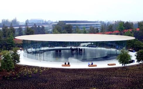 Apple s'est payé deux ascenseurs qui tournent pour le Steve Jobs Theater