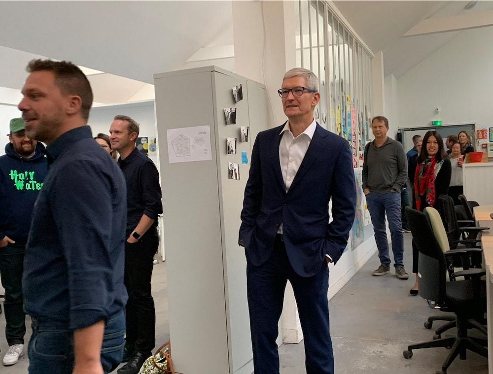 À Bruxelles, le PDG d'Apple se paye (encore) Facebook et Google