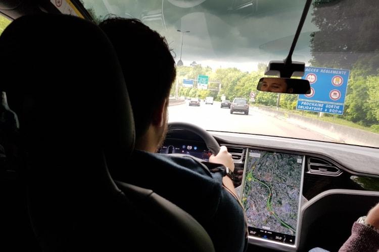 Chris Lattner critique le retard croissant de Tesla