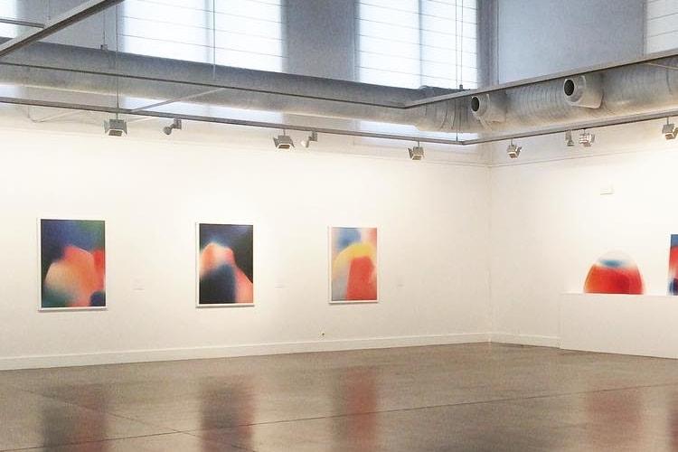 Les fonds d'écran de l'iPhone X s'exposent dans une galerie d'art