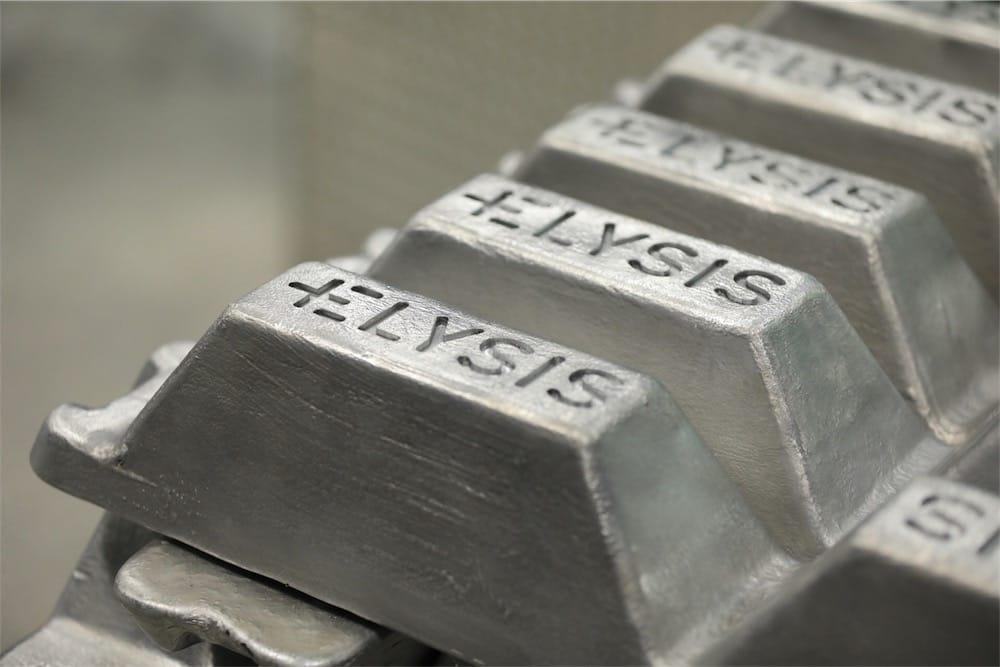 Investit pour une fusion de l'aluminium sans carbone — Apple